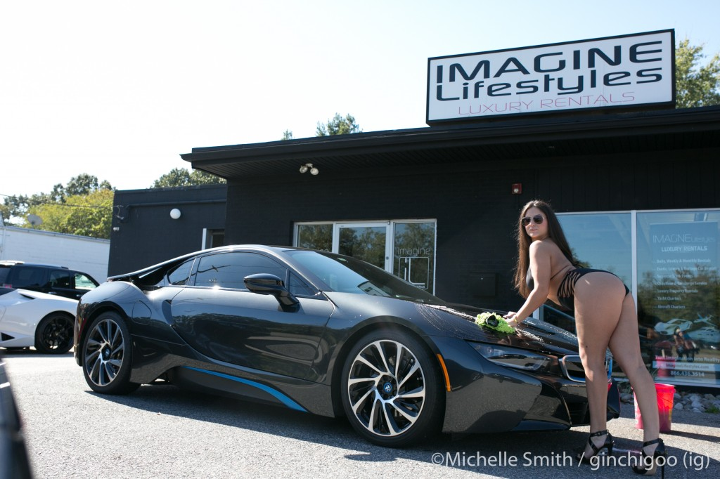 Cheerleaders Girls wash Exotic Cars